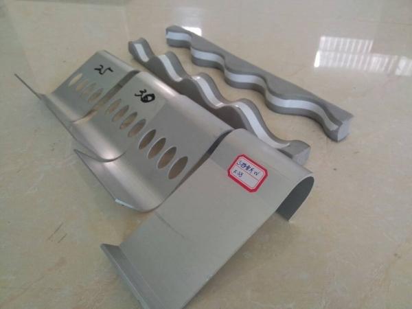 直立锁边铝镁锰金属屋面系统挡雪杆装置